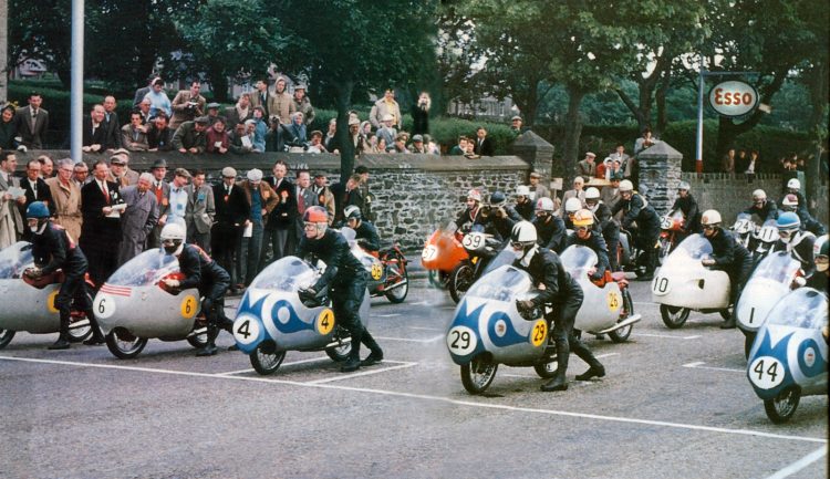 This is how looked a 125 cc Grand Prix grid in 1957: Front row, Luilike a 125ccgi Taveri (blue helmet), Carlo Ubiali (6), Sammy Miller (4), Cecil Sandford (29) and Tarquinio Provini (44); Second row, Arthur Whealler (36)