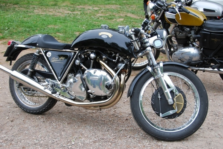 Godet 1330 Cafe Racer with painted/polished engine and side panels