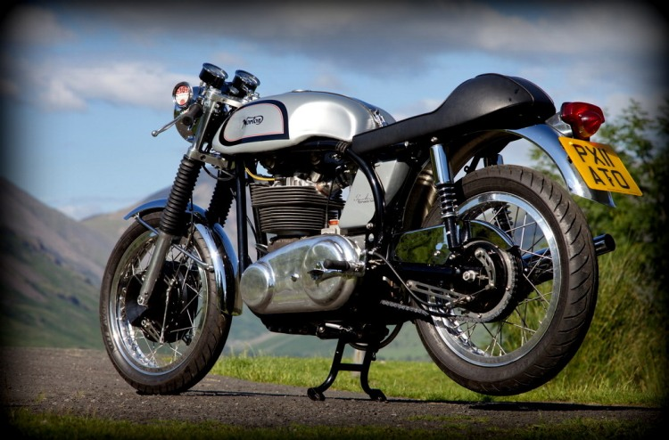 The Manx engine has been modified to road spec, including a longer crankshaft to accommodate the charge alternator. The enclosed primary case is similar to the Commando but is specific to Tonkin road bikes.