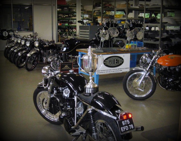 Patrick's workshop. A lot of stuff orotund there. Stock Vincent in the course of restoration, restored engines, a Cafe Racer, a Sport GT and Patrick' personal Black Prince