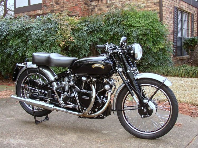 "C As the 1000 Black Shadow Series C; certainly the most popular model, as it is the archetype of the Vincent: Shadow spec, Girdraulic fork and ""The Vincent"" logo. 1,469 Black Shadow were manufactured."
