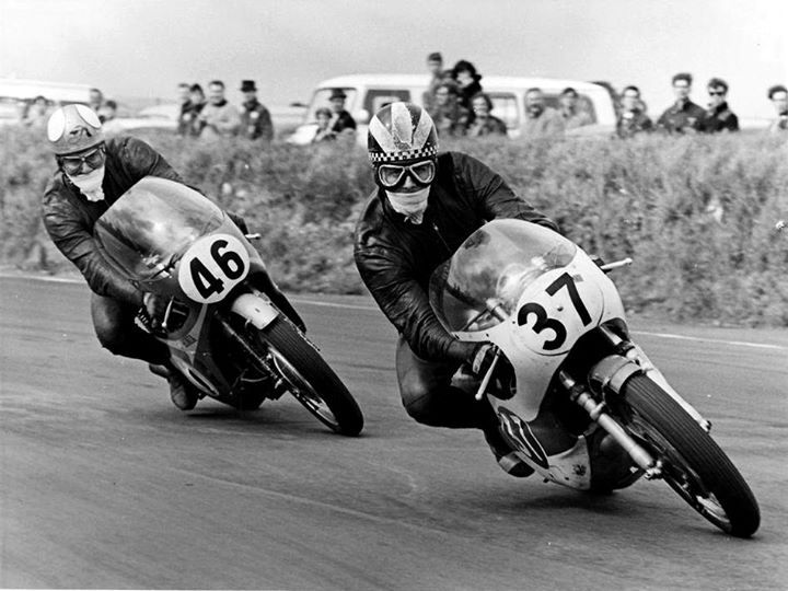 10. Duel between Phil Read and Mike Hailwood.