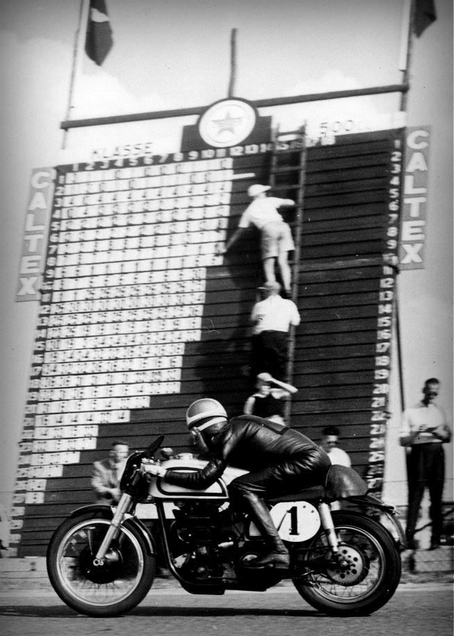 13. superb picture of Geoff Duke riding his Norton Manx at the 1952 Dutch TT, Assen, the Netherlands, and I think it worths to be added to the Continental Circus folder.  Duke wears #1 as the 1951 World Champion, but in 1952, the 4 cylinders Gilera and MV Agusta finished first and second at the championship, while Norton finished third in the 500 class.  Active racing:1950 - 1959 Teams: Benelli, BMW, Gilera, Norton, NSU Won 6 Championships 350 cc | 1951, 1952 500 cc | 1951, 1953, 1954, 1955 Geoff also contested 9 Isle of Man TTs (1949-1955, 1958, 1959), won 6 and made 8 Podiums.