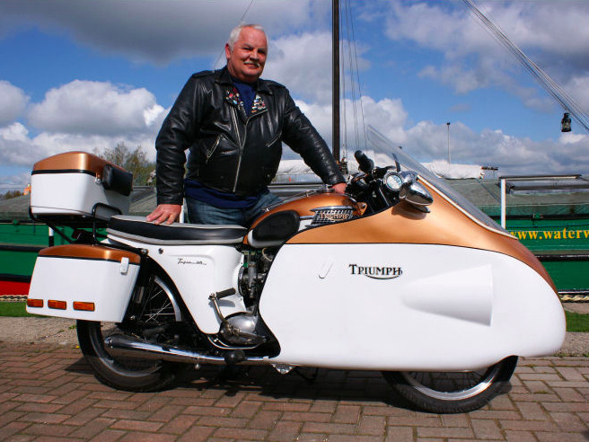 Unknown owner, which is definitely proud of his Triumph T100, and he can be