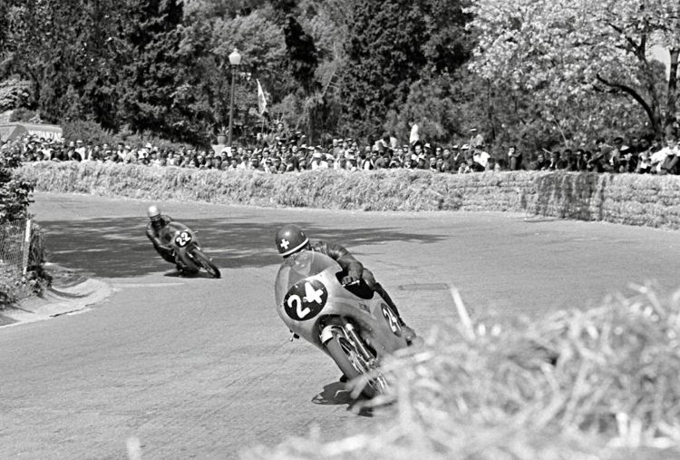 23.This picture outlines Honda team orders to Redman to stay behind Taveri who wanted to defend his 1962 125cc title. Jim Redman active racing: 1959 - 1966 Teams: Honda Won 6 Championship  250cc | 1962, 1963 350cc | 1962, 1963, 1964, 1965 Lugi Taveri active racing: 1954–1966 Team:Honda Won 3 Championships 125cc | 1962, 1964, 1966