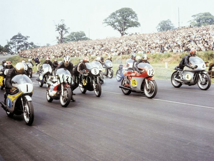 "25.Last one, in Technicolor: Mallory Park Post TT 1968 | Mike Hailwood (Honda #1), Phil Read (Yamaha #2), Rod Gould (Norton #8), Giacomo Agostini (MV Agusta #12), John Cooper (Seeley #4), Pat Mahoney (#19), Percy Tait (#7), Percy May (#50) and the ""kid"" Barry Sheene (#30). Copyrights Mortons Archives Download your free desktop picture at http://www.classicbikersclub.com/files/customcontent/wallpaper/cbc001-1920x1200.jpg"