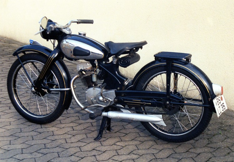 "O As Other Vincent models. The factory attempted several diversifications such a drone engine ""Picador"", a water scooter ""Amanda"", Lifeboat engines, 2 Stroke Industrial engines but the one which fits the best Vincent core business is this Fox 125cc in agreement with NSU."