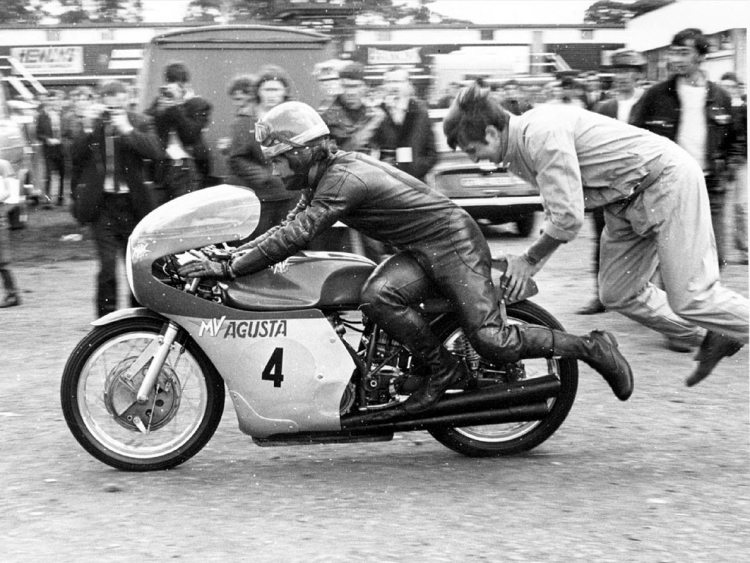 3.Starting the MV Agusta 3 cylinders, no fancy rollers, just a motivated mechanic.