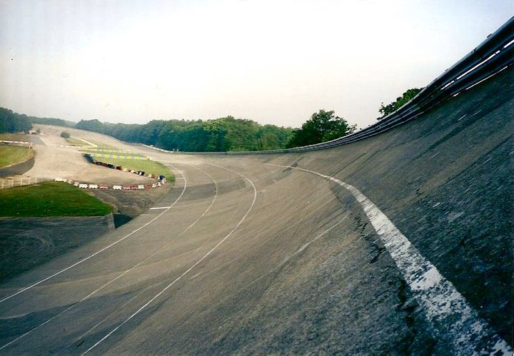 The famous track of Monthlery, now closed for the racing events. (see the cracks on the curve that you can take at 150 mph!)