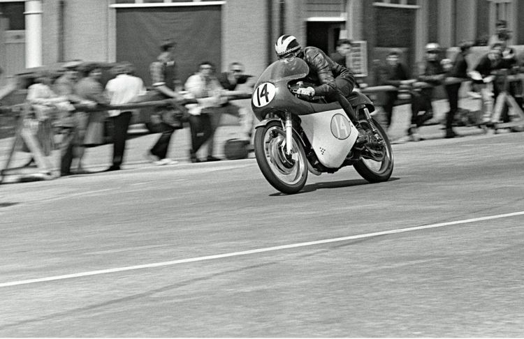 9. In 1964, Phil Read raced a Kirby AJS 7R and finished runner-up behind Jim Redman aboard his superior four-cylinder works Honda. Active racing:1961 - 1976 Teams: Yamaha and MV Agusta Won 7 Championships 125cc | 1968 250cc | 1964, 1965, 1968, 1971 500cc | 1973, 1974 Phil also contested 14 Isle of Man TTs (1961 - 1973, 1977), won 8 and made 13 Podiums.