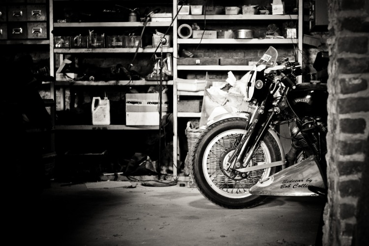 Let's start the visit by the garage, a rather conventional place to find Vincent... © Sebastien Nunes