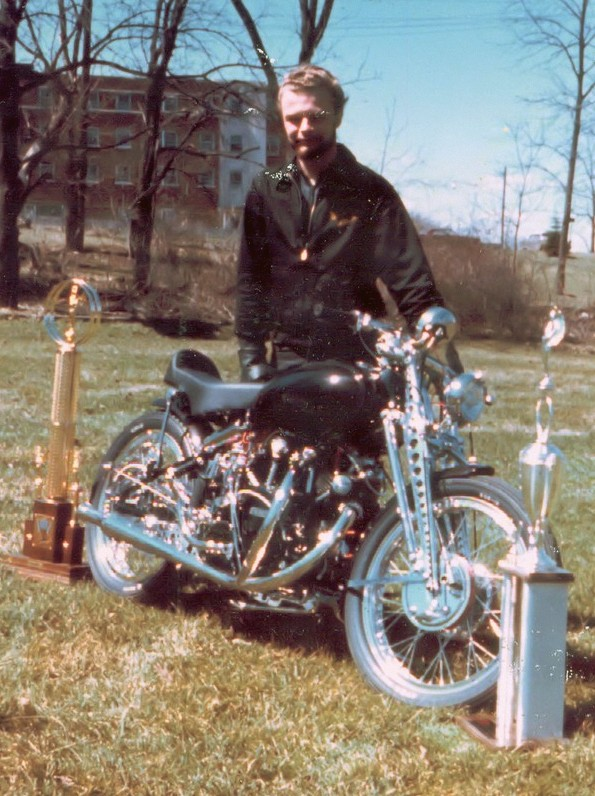 Bob Scharf and his 1954 customized Vincent Black Shadow during fall 1963. On this picture you can see the work done on the Girdraulic.