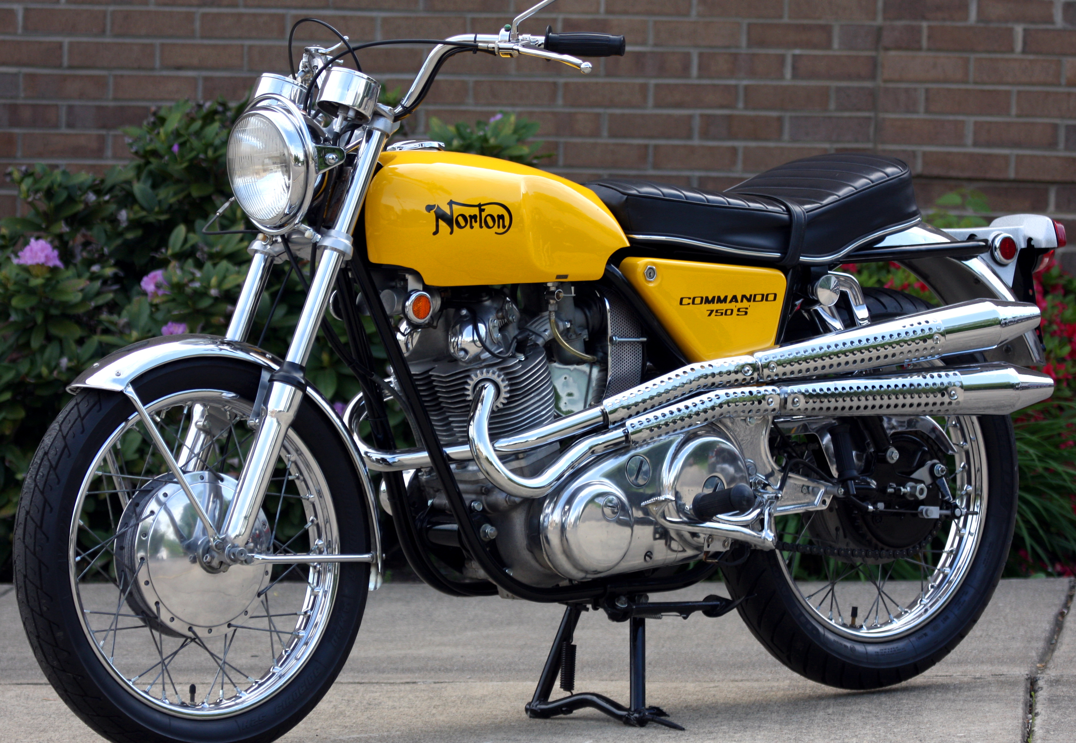 The Norton Commando 750 S Inspired By Flat Track And Targeting