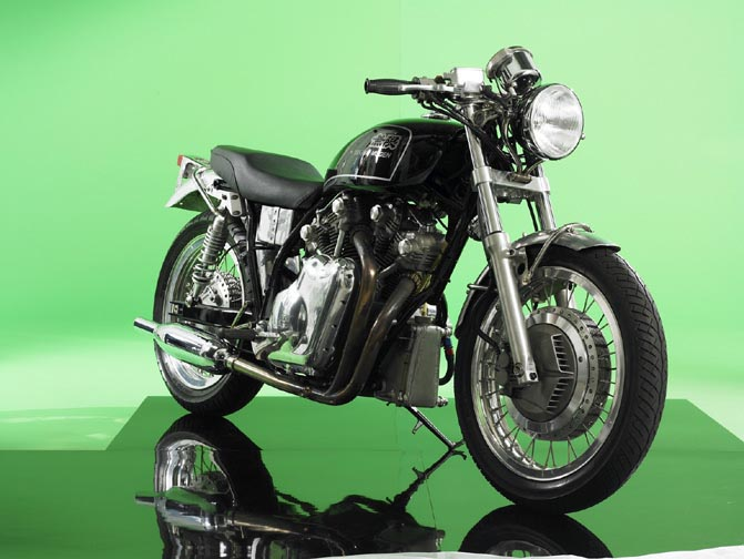 The MUGEN MRV1000 will remain a prototype. The project had been contracted by the son of Soichiro Honda. The engine is strongly inspired by the Vincent, at least from outside  51.2 cv à 5000rpm and 8.1 mkg à 3000 rpm