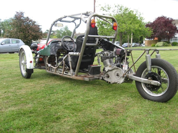 A weird trike based on a Comet engine