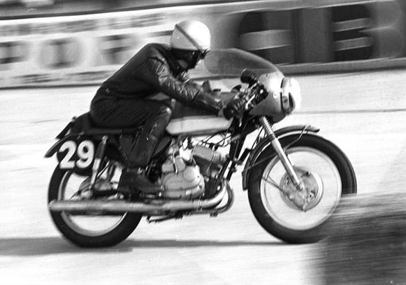 The 250cc did not do figuration, and the Lacorre-Bétemps' Kawasaki finishes in 7th place and first in its class, just in front of Costeux-Martine's Aermacchi 350.