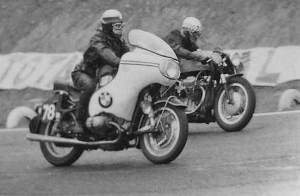 Gaillard-Gaillard's R60/2 did not shoot for the performance despite the full fairing and the large front brake. It will finished in 21th position, before much faster machines. It looks looks like The Tortoise and the Hare story....