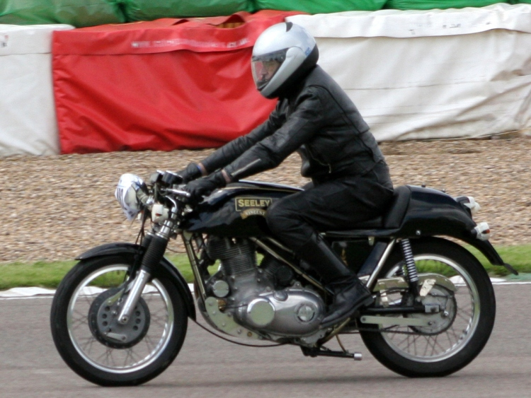 SEELEY-VINCENT Unique Seeley. Note the engine tilted in the frame which makes the rear cylinder cooling questionable.