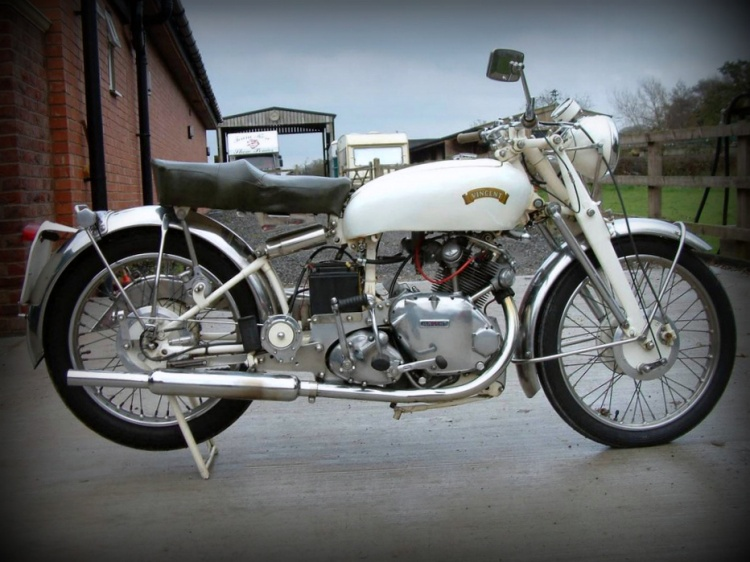 "A white Comet is not common either. BMW which in the 50s was also the ""king of the black paint scheme"" with the Series 2, proposed his R69/S in white but not Vincent. (Non-stock color)"