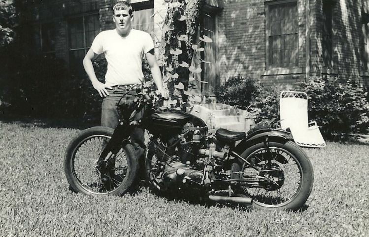 The Black Shadow transformed in a Salt Lake Racer. The delivery never took place and eventually Bob Welborn, became owner of this very fast Vincent.