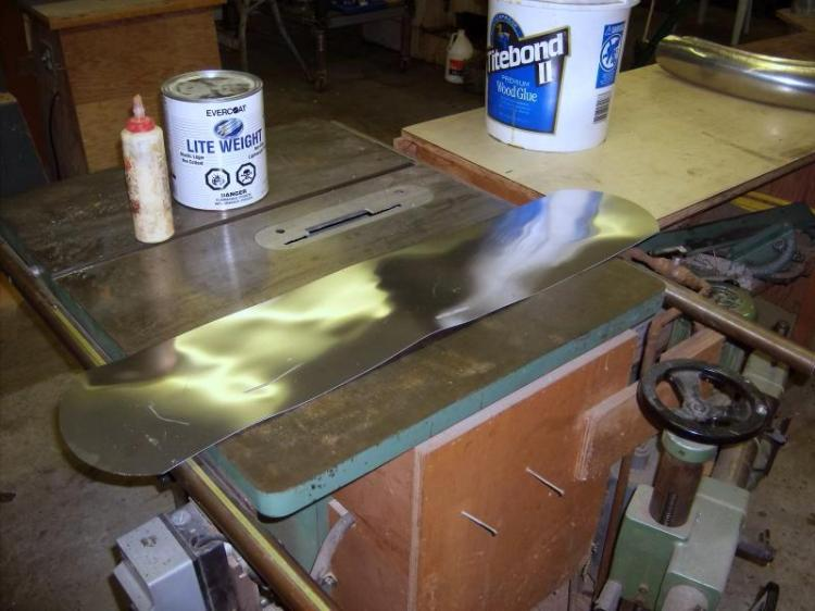 For the fenders, the technique is different; start from a aluminum sheet, cut it at the required dimension