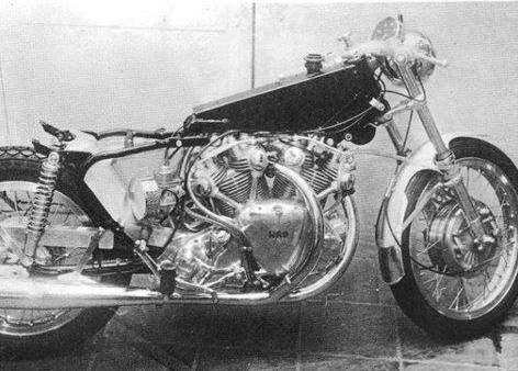This picture unveiled the Cees Fick architecture, a stock RFM, a conventional swinging arm, a tubular rear frame, 2 shocks and a Ceriani front fork.