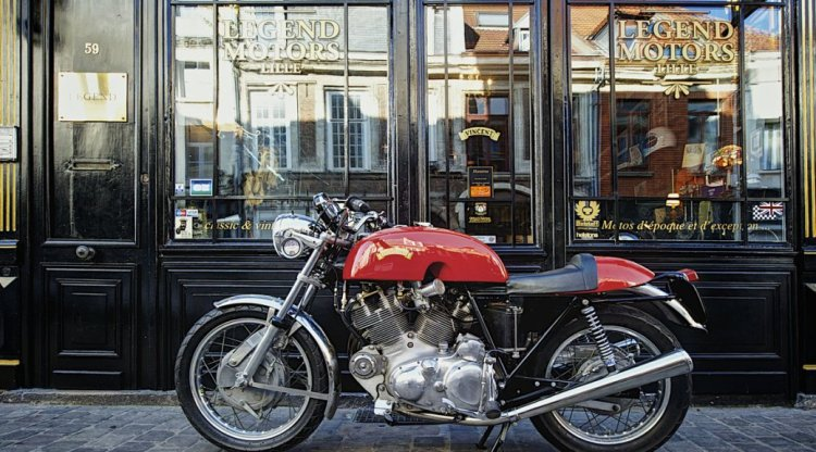 SOLD on 10/21/2014 in France | Genuine EGLI-VINCENT built by SLATER 1968 Egli-Vincent (EV46) built by Slater in the UK. Asking price: 62,000 Link: https://legendmotorslille.com/2014/10/27/egli-vincent-1000-1968/