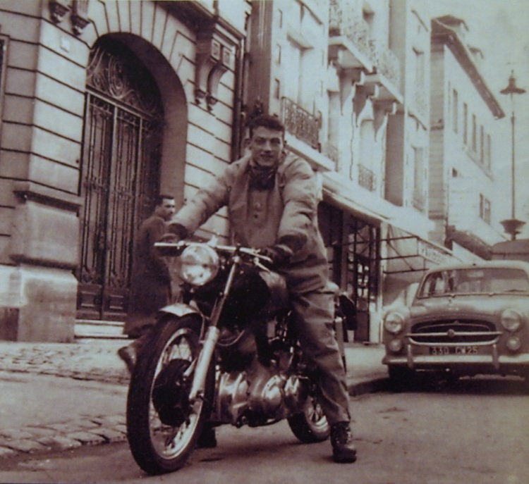 Captured in Paris, in the late 50s, Marc Bellon just came back from George Brown's shop with his Nero. Picture © Marc Bellon