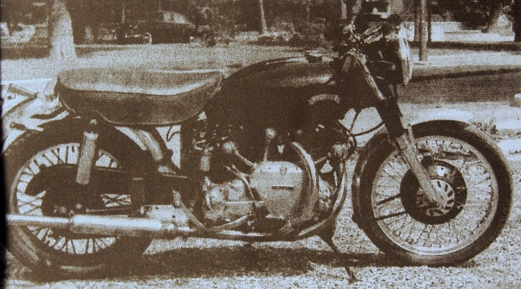 "The French Nero, as featured in the Moto Revue #1496. The article was publish in a rubric called ""what readers think of their bikes"" and written by Marc Souvrain to who Marc Bellon entrusted his Nero, while the latest was on duty in Algeria. When Marc was discharged, his found in bike in so poor condition that the bike stayed in basket case for nearly 20 years. Picture © Moto Revue"
