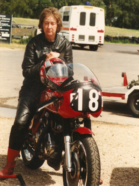 Many thanks to Anne Callagher who was an incredible resource for me to understand the story of these 8 Capon-Vincent. I was also impressed by her knowledge about racing motorcycles and Classic Motorcycles in general. She rides her own bikes since age 21 and  regularly rode Lance's Vincent at demonstration meeting. Picture © Anne Callagher