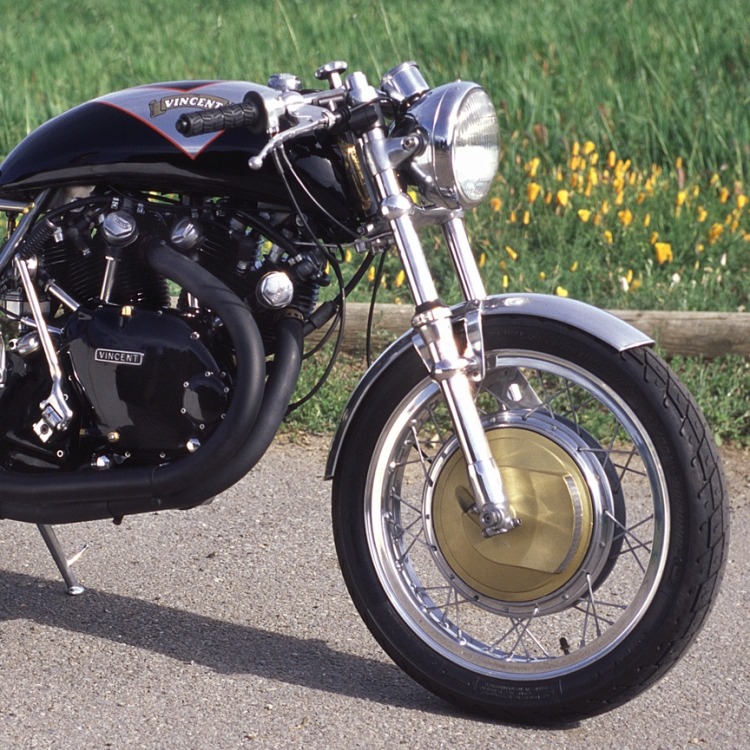 As Laverda Dealer in the UK, Slater also chose frequently the Laverda brake for the Egli-Vincent as Paul Zell's stylish Egli-Vincent. Credit photo : Paul Zell