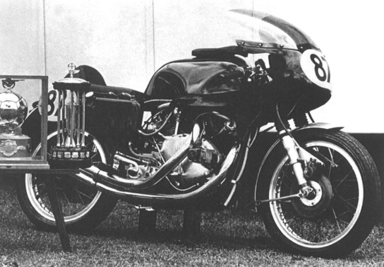 MkII in its early stage of Development in 1971. A few details like the oil tank cap, silencers and the front fender help identification.