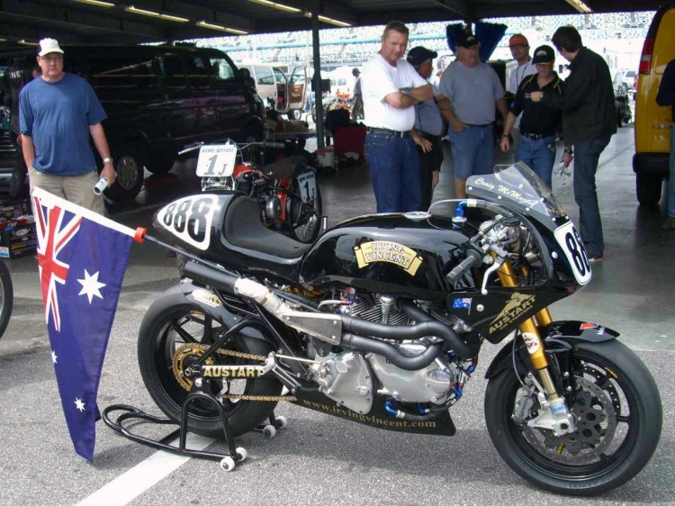 The Daytona bike that made the Irving-Vincent famous in 2008. 165 bhp and 113 lb/ft of torque @ 5800 rpm packed in a top-notch chassis were sufficient to beat the twins from Bologna. Credit photo, David Dunfey